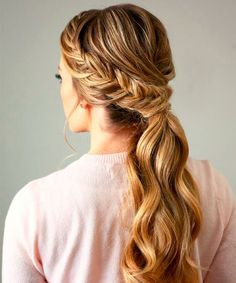 To long side ponytail, braided ponytail, low ponytail, messy ponytails. Basically ponytails are being seeing everywhere as a style statement. Cute Ponytail Hairstyles, Cute Ponytails, Spring Hairstyles, Easy Hairstyles, Hairstyle Ideas, Fishtail Ponytail, Twisted Braid, Christmas Hairstyles, Formal Ponytail
