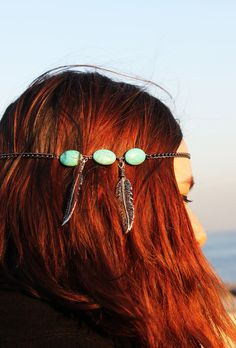 This single chain ''Istanbul'' headpiece for the romantic hippie - bohemian girls with gorgeous original Turkish Turquoise Bead .   Gives adorable bohemian look with antique bronze high qualified silver plated chain and three turquoise beads and two dreamcatcher leaves.  The extension part e...
