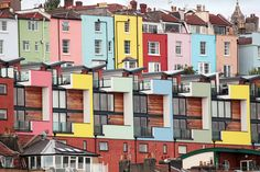 Colored houses in Bristol, #England / Maisons colorées à #Bristol, Angleterre