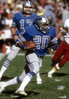 Billy Sims Detroit Lions Football, Canadian Football, American Football League, Nfl Football Players, Detroit Sports, Football Memes, National Football League, Detroit Lions Helmet, Ou Football