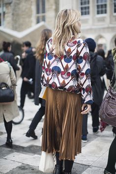 Spotted on day 4 at LFW (AW16): Lots of midi skirts in different forms - pleated, floaty and structured. #newlook
