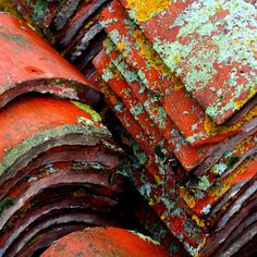 tiles some creative ideas for your roof project - Lichen… Rust Never Sleeps, Rust Paint, Peeling Paint, Nature Artwork, Roof Tiles, Texture Art, Abstract Photography, Wabi Sabi, Textures Patterns