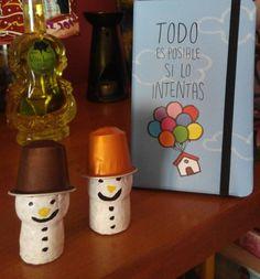 Muñecos de nieve con corchos de champán y cápsulas Nespresso