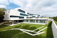 behnisch architekten realizes ergolding secondary school - designboom | architecture #تصميم #عمارة #التصميم_الحضري