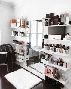 24 ideas bedroom design simple quartos for 2019 Glam Room, Bedroom Decor Glam, Mirror Bedroom, Teen Room Decor, Bedroom Wall, Master Bedroom, Ikea Mirror, Wall Beds, Small Room Decor