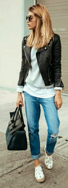 Women Clothing Cristina Monti keeps it cool and casual pair of distressed boyfriend jeans classic style white tee sweater leather biker jacket pair of patterned shoes Jacket: Zara, Jeans: J Brand. Fashion Over 40, Look Fashion, Urban Fashion, Winter Fashion, Trendy Fashion, Fashion Spring, Fashion Kids, Sport Fashion, Ladies Fashion
