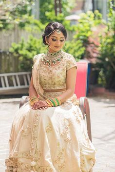 Best wedding planner and ideas for the modern bride to plan the wedding. From Indian bridal lehengas to wedding venues, wedding and per-wedding photographers, catering services and much more. Indian Wedding Makeup, Indian Bridal Fashion, Indian Wedding Jewelry, Bridal Looks, Bridal Style, Golden Lehenga, Engagement Outfits, Wedding Outfits, Wedding Dress