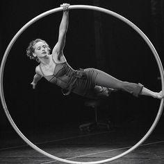 larubiaenlalluvia:  Angelica Bongiovonni,http://www.cirque-eloize.com Photo: Valérie Remise