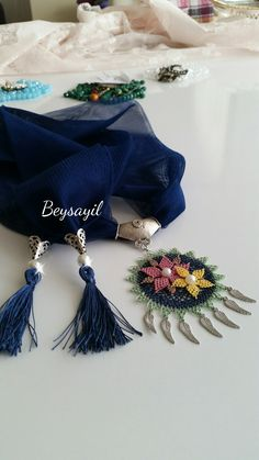Alıntı Scarf Necklace, Scarf Jewelry, Tassel Necklace, Mother And Child Painting, Lace Art, Needle Lace, Knitting Accessories, Tatting, Needlework