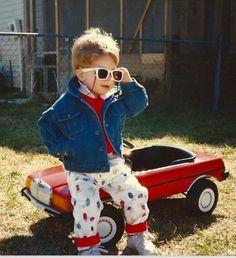 """""""Meu carro é vermelho, não uso espelho pra me pentear..."""""""