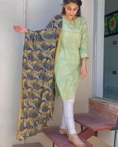 Pakistani Fashion Casual, Pakistani Dresses Casual, Pakistani Dress Design, Abaya Fashion, Indian Dresses, Fashion Outfits, Best Casual Dresses, Simple Dresses, Fancy Dress Design