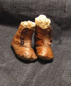 Arent these darling? Antique Victorian brown leather baby booties in the high top button shoe style. They are made of a heavier kid leather than