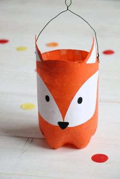 Upcycling-Idee: Fuchs-Laterne aus PET Flasche basteln Upcycling PET bottle: You can tinker lantern easily and quickly from an empty PET bottle, which can be covered as a fox lantern with tracing paper Diy Upcycled Art, Diy Upcycling, Diy For Kids, Crafts For Kids, Diy For Men, Upcycled Furniture Before And After, Ideias Diy, Pet Bottle, Bottle Crafts