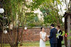 outdoor wedding ceremony Alexandria Virginia | Maya & Lee's Intimate Old Town Alexandria Virginia Wedding in the Fall | Images: Angel Kidwell Photography