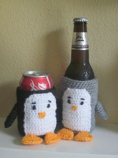 Crochet Penguin Cozies (sadly no pattern attached) Crochet Penguin, Crochet Animals, Crochet Cup Cozy, Knit Crochet, Knitting Patterns, Crochet Patterns, Crochet Ideas, Mug Cozy, Crochet Kitchen