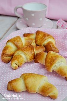 Csokis-kókuszos kifli gyorsan és egyszerűen Pretzel Bites, Doughnut, French Toast, Food And Drink, Sweets, Bread, Breakfast, Desserts, Recipes