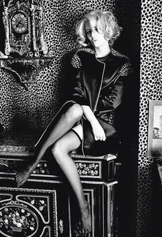 Eva Green by Ellen von Unwerth. Eva is channeling Marilyn Monroe. And look at the Animal Print on the Wall Ellen Von Unwerth, Green Movie, Jean Paul Goude, Actress Eva Green, Hollywood, French Actress, Women Legs, Poses, Sensual