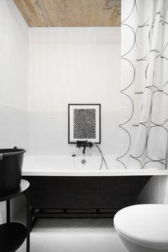 Квартира с бетонным потолком в Москве — HQROOM Mold In Bathroom, Simple Bathroom, Bathroom Wall Decor, Bathtub Tile, White Bathroom, Narrow Bathroom, Vanity Bathroom, Bathroom Storage, Master Bathroom