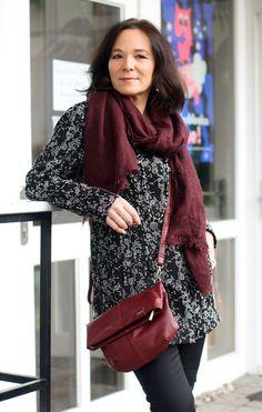 Lady of Style: Milde Wintertage in Schwarz und Bordeaux