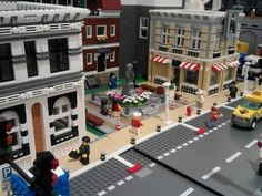 Hi, I just start to make a new city diorama for our event in march, so I did some new buildings. Lego Ville, Lego Guns, City Layout, Lego Boards, Lego Modular, Lego Architecture, Modular Design, New City, Lego Building