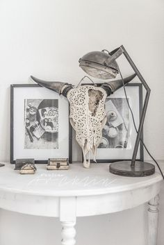 Decorative accessories in a stylish all-white Scandi home. Room Inspiration, Interior Inspiration, Girls Apartment, Touch Of Gray, Living Room Mirrors, Love Your Home, Elegant Homes, Scandinavian Interior, Boho Decor