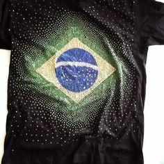 e068c1884b Camiseta+em+hotfix+com+mais+de12.000+pedras+para+brilhar+torcendo+para+o+ Brasil.+Preta+ou+Branca.+Tamanhos+P
