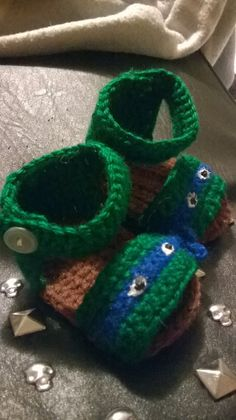 TMNT Teenage Mutant Ninja Turtles Inspired Sandals ~ Shoes size 0/3mo for baby -great photography prop or gift Custom COLORS Available on Etsy, $10.00 Crochet Baby Boots, Crochet Sandals, Crochet Bebe, Crochet Slippers, Cute Crochet, Crochet Crafts, Yarn Crafts, Crochet Projects, Knit Crochet