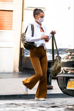 Bella Hadid Outfits, Bella Gigi Hadid, Bella Hadid Style, Funeral Outfit, Fashion Bella, Women's Fashion, High Fashion Trends, Leggings, Models Off Duty