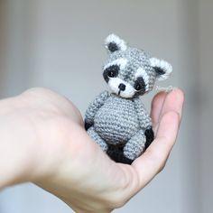 """432 Likes, 16 Comments - Amigurumi toys вязаные игрушки (@nansyoops) on Instagram: """"Вот насколько я не люблю повторы вязать, от енотиков и панд не устаю и каждый раз они будут…"""""""