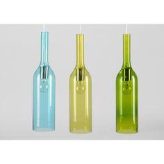 Espectacular lámpara compuesta por tres botellas de cristal de diferentes colores: azul, amarillo y verde.