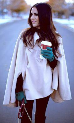 cape damen elegant modelle blaue handschuhe resized