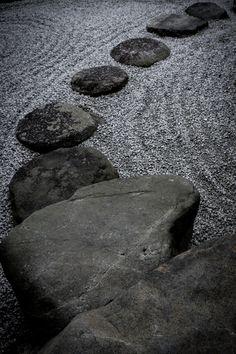 道しるべ Zen Rock Garden, Zen Garden Design, Garden Paths, Garden Landscaping, Japanese Architecture, Landscape Architecture, Feng Shui, Buddha Zen, Zen Space