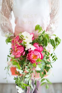 Mother's Day Inspiration Apron from Papersource Styling and florals by @prettyfetes photography by @clarissakoenig