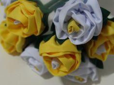Buquê de rosas feito em tecido.