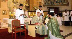 Cardeal Cipriani em Missa de posse a pároco no Arzobispado de Lima