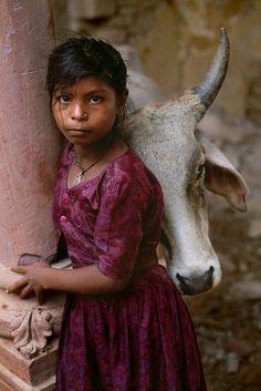niña y vaca