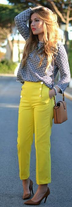 Lemon and Navy outfit. Cropped trouser and printed blouse. Nice.
