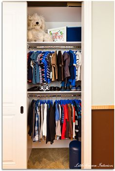 Great idea for a small closet. Need to do this for the kids closet, so I can divide the tops from the bottoms.