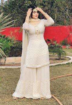 Pakistani Party Wear Dresses, Beautiful Pakistani Dresses, Designer Party Wear Dresses, Indian Gowns Dresses, Kurti Designs Party Wear, Indian Fashion Dresses, Pakistani Dress Design, Indian Designer Outfits, Pakistani Outfits