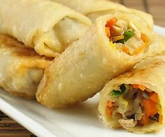 The best egg rolls you'll ever eat (and they're baked!) (leave out the meat and they're vegetarian! Vegetable Spring Rolls, Chicken Spring Rolls, Delicious Breakfast Recipes, Yummy Food, Indian Food Recipes, Asian Recipes, Healthy Recipes, Chinese Egg Rolls, Egg Roll Recipes