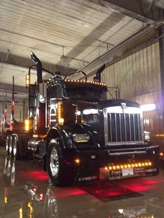 I love this truck!!! There's tons of pics of it floating around. It's so awesome!!!!!