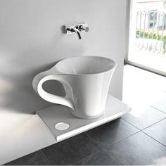 Apportez une touche humoristique à votre salle de bain avec la vasque à poser Cup imaginée par Meneghello Paolelli Associati pour Artceram.