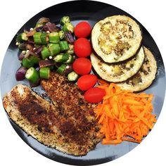 Lunch! #comidadeverdade  tilápia empanada na farinha de coco e grelhada  beringela grelhada  quiabo refogado com cebola roxa  tomate e cenoura!  o IG da cenoura crua é menor que o da cozida  a farinha de coco é low carb e rica em gordura boa Beijuuusss!  #quantomaisnaturalmelhor #vivaemdietavivamelhor #desafio30diasdrbarakat #nossomundofit #aminhamelhorversao #dieta #foconadieta #paleo #comidadeverdade #fitness #fit #fitinspiration #bumbumnanuca #saude #saudavel #dietasemsofrer #nutricao…
