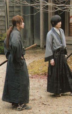 Rurouni Kenshin with Soujiro Japanese Film, Japanese Drama, Japanese Men, Saitama, Male Kimono, Takeru Sato, Japanese Costume, Turning Japanese, Live Action Movie