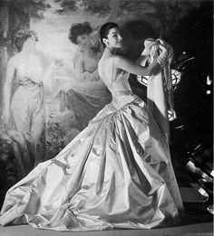 """Dorian Leigh, with artwork, wearing a taffeta gown by Jean Patou, Photo by Henry Clarke. In his photobiography book, published in Cecil Beaton writes that Dorian Leigh could convey """"the. Vintage Gowns, Vintage Outfits, Vintage Fashion, Vintage Hats, Victorian Fashion, Vintage Style, Vintage Glamour, Vintage Models, Dorian Leigh"""