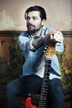 Simon Neil from Biffy Clyro Biffy Clyro Biblical, Great Bands, Cool Bands, Simon Neil, Scouting For Girls, Beautiful Men, Beautiful People, Irish Rock, Richard Madden