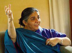 Ecofeminismo, decrecimiento y alternativas al desarrollo: Entrevista a Vandana Shiva