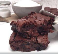Álom brownie Sweet Desserts, No Bake Desserts, Sweet Recipes, Banana Brownies, Banoffee, Pudding Cake, Hot Fudge, Cake Cookies, No Bake Cake