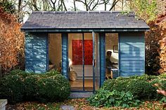 GARDEN_OF_GARDEN_DESIGNER_TIM_REES__LONDON_TIM_REES_SITS_IN_HIS_BLUE_OFFICEBUILDING_AT_END_OF_GARDEN