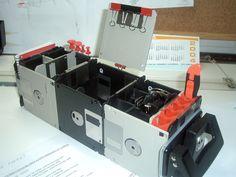 Guardalotodo escritorio; realizado con disquetes antiguos de ordenador y diferentes piezas